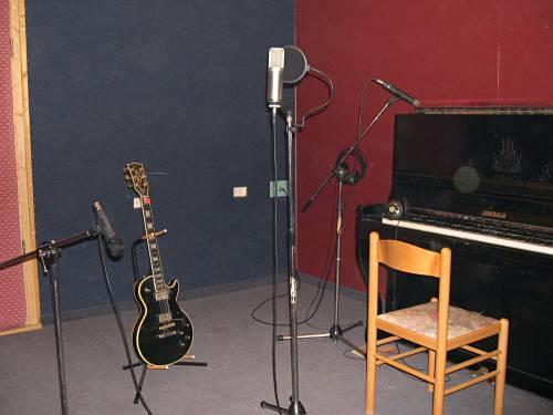 הפסנתר וחלוקת המיקרופונים