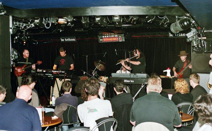 Ahvak Le Triton, Paris, June 2005 - Crowd listenes