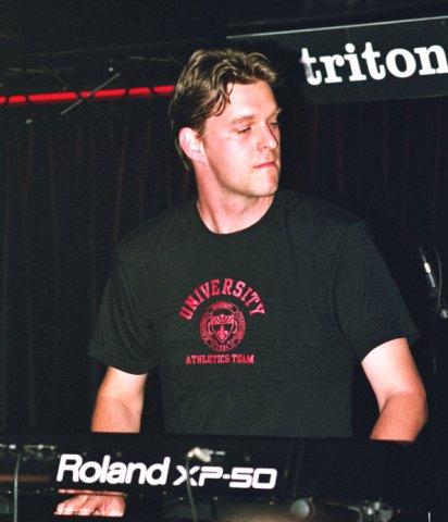 Roy Yarkoni of Ahvak band could have been a male super-model, but chose Avant-Prog instead (how strange!)