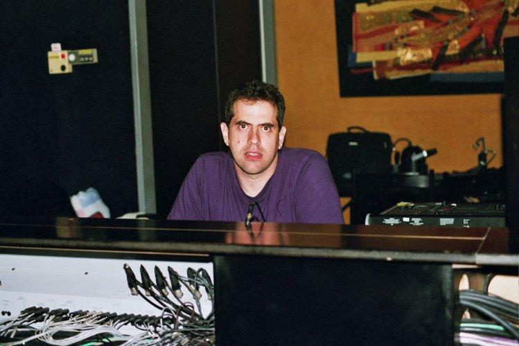 Sound wizard & computer master Udi Koomeran at the helm (Le Triton Mixer)