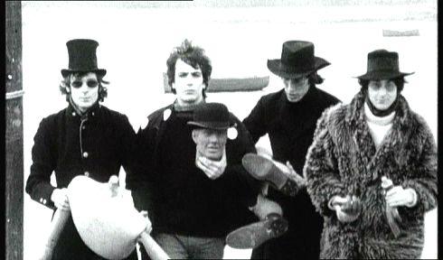 פינק פלויד מתוך הקליפ לסינגל המצליח ארנולד ליין